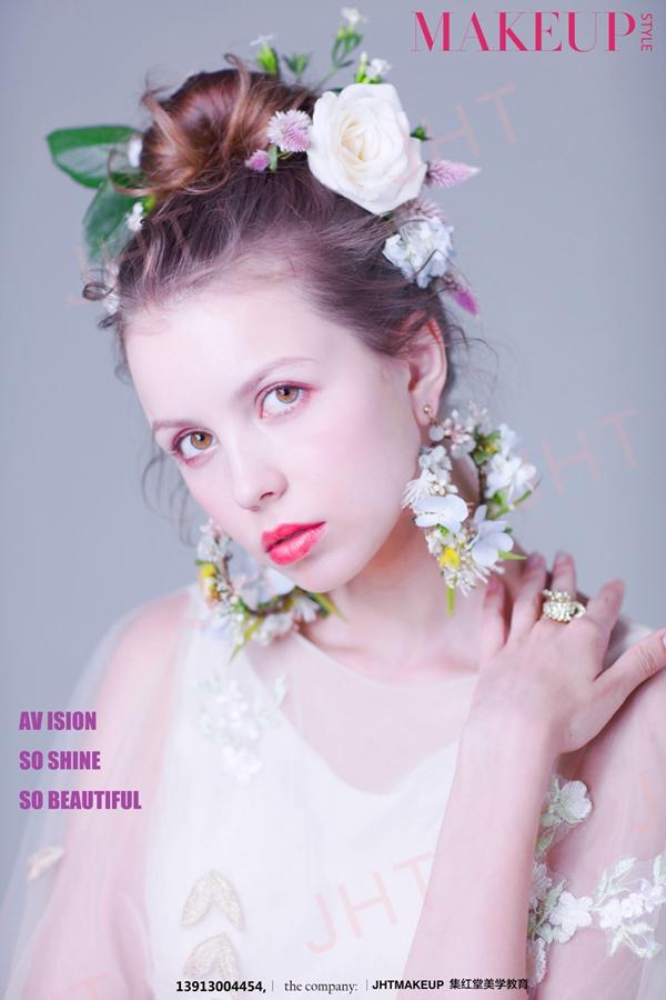 首页 新娘化妆 >森系鲜花造型                    欧美田园新娘造型图片