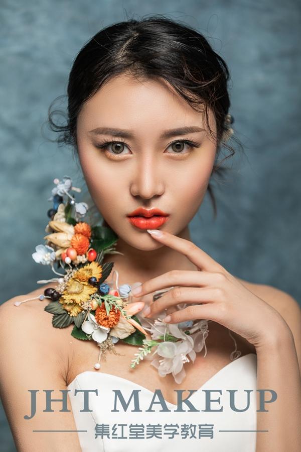 集红堂彩妆造型欣赏-优雅封面女郎造型