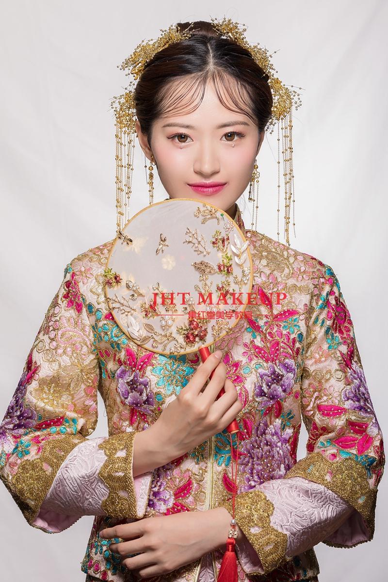 中式新娘秀禾妆